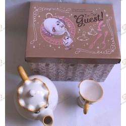 miss samovar et zip service à thé , be our guest. vu du dessus.