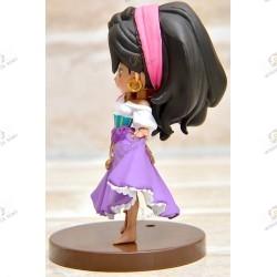 Disney characters QPOSKET Petit: Les Cloches de Notre Dame Esmeralda profil gauche socle