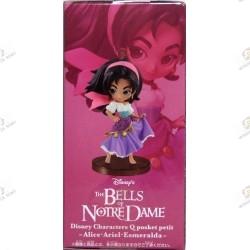 Disney characters QPOSKET Petit: Les Cloches de Notre Dame Esmeralda boite coté